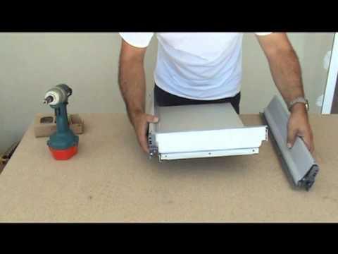 montage d 39 une cuisine montage des tiroirs blum youtube. Black Bedroom Furniture Sets. Home Design Ideas