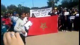 بالفيديو.. وقفة احتجاجية للمجتمع المدني بالتشارك و سيدي مومن للمطالبة بمحاكمة عادلة و الاستماع لدنيا بوطازوت |