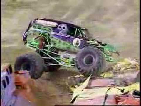 Monster Jam - Grave Digger Monster Truck Freestyle from St. Louis