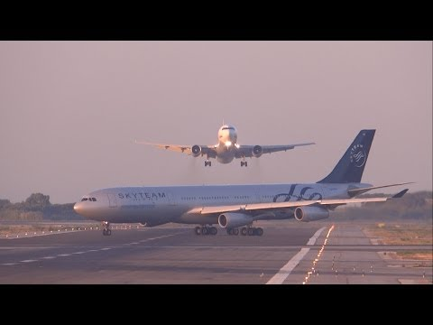 طائرتان على وشك الاصطدام في مطار