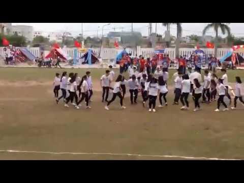 [Flashmob] nhảy hiện đại  Dân vũ chuyên Sử Địa THPT chuyên Biên Hoà. Source: Trần Minh Thu