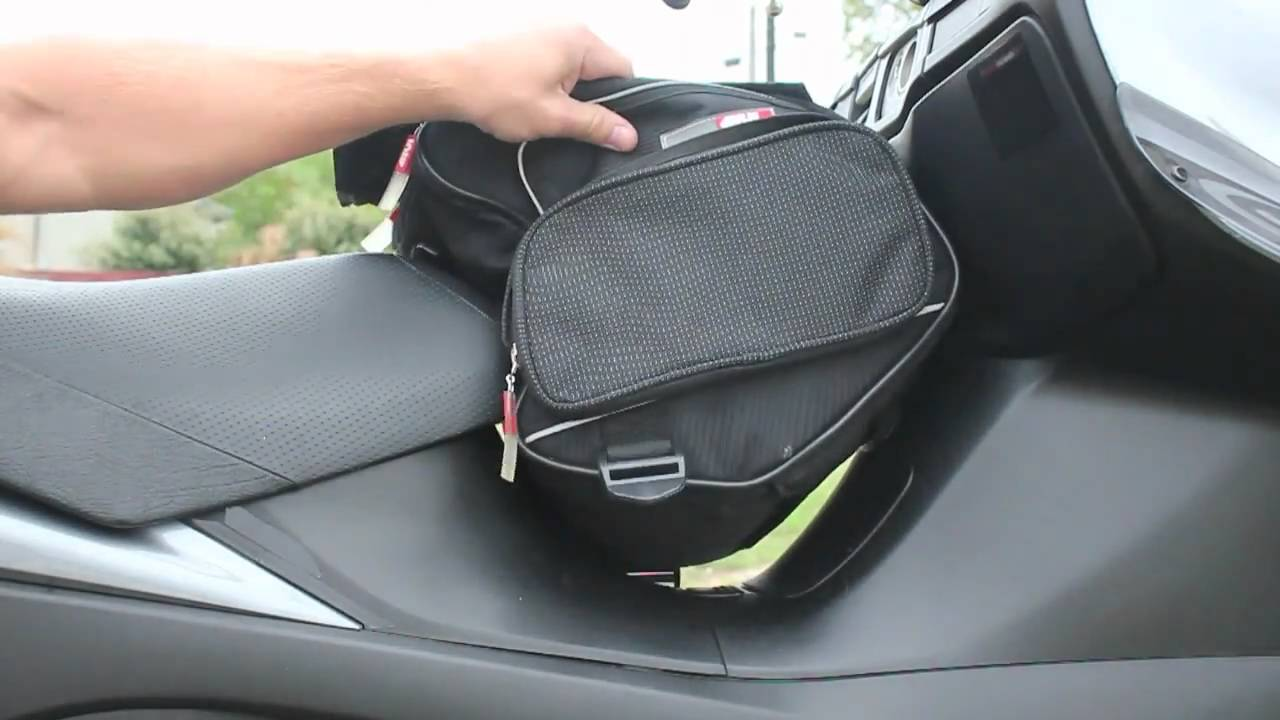 Givi T435 Tunnel Bag for scooters - YouTube