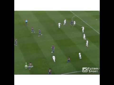Các cầu thủ Barca chơi bóng ma với Real