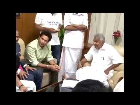 Oommen Chandy with family and Ministers meet Sachin Tendulkar