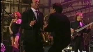 Julio Iglesias Me Va, Me Va