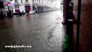 أولى التساقطات المطرية تسببت في قطع الطريق بشارع محمد الخامس بالبيضاء وها شنو واقع | خارج البلاطو