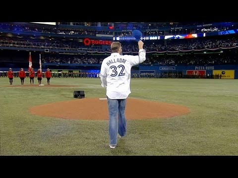 NYY@TOR: Halladay tosses first pitch in Toronto