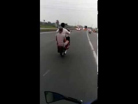 Bốc đầu xe máy DREAM - Bốc đầu xe máy - Video Hay