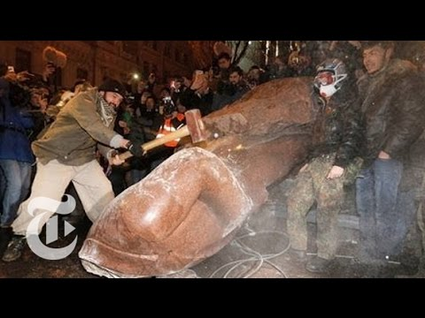Ukraine Protest: Tearing Down Lenin's Statue in Kiev