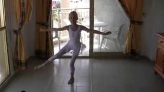 白鳥の湖、スーパーフェッテ! 8歳のスペインのバレリーナ view on youtube.com tube online.