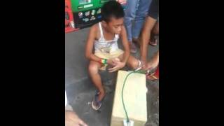 Video: Poor kid Selling Bread on the Street got robbed