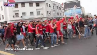 شوفو كيفاش احتفلات جماهير الوداد بالانتصار على الرجاء بقلب شوارع الدارالبيضاء |