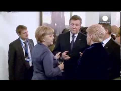 Video: Ukrainian President Yanukovych explains Ukraine-Russia relations to Merkel with body language