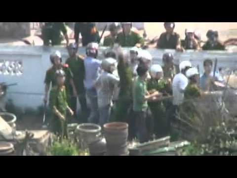 Hãy chĩa súng vào bọn tham nhũng! - Cưỡng chế đất Văn Giang 24/4/2012