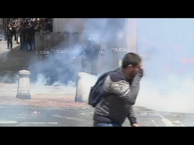 Colombian police fire tear gas at student protesters
