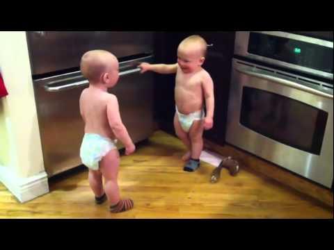 Cea mai amuzantă conversaţie între doi bebeluşi ge