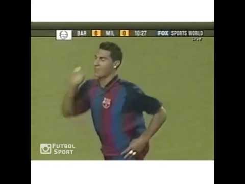 Đường chuyền bóng không cần nhìn của Ronaldinho cho Quaresma