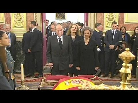 Politicians and the public pay their respects to Adolfo Suarez in Congress