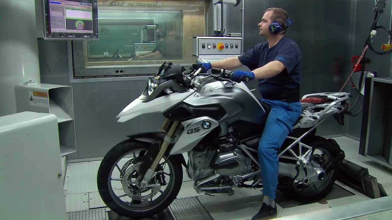 How It S Made Bmw Motorcycle Assembly Youtube