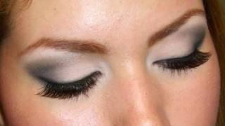 Ojos ahumados ligeros para el dia