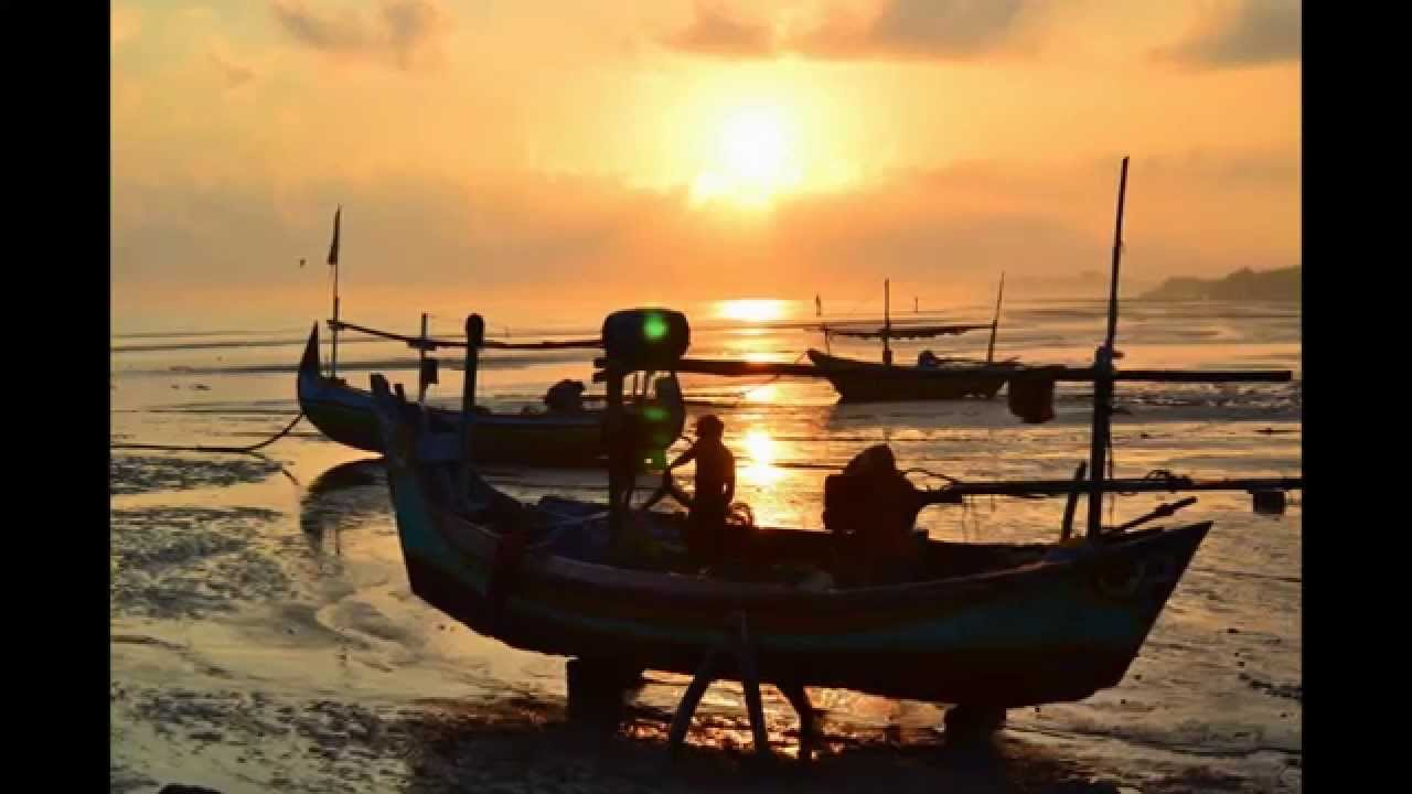 Fajar yang Indah di Pantai Boom - Tuban