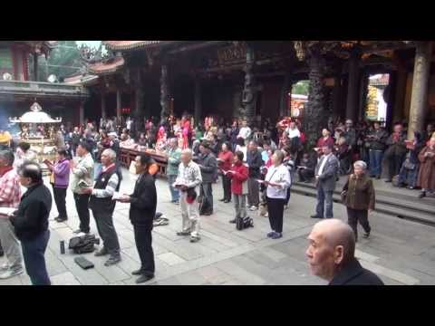 Prayers at Longshan Temple in Taipei