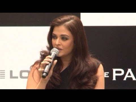 Aishwarya Rai Bachchan SHOUTS at a journalist