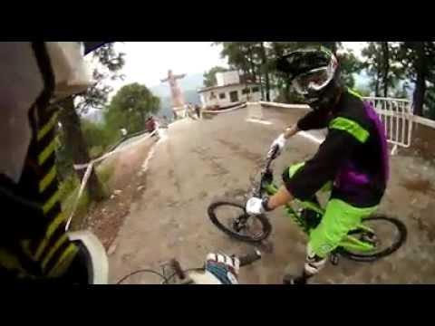 Down Hill Taxco 2012 recorrido de un ciclista