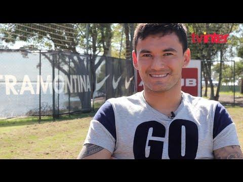 Entrevista exclusiva com o volante Charles Aránguiz