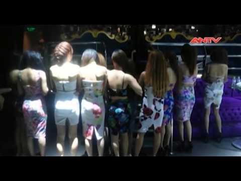 Clip gái nhảy múa cột khiêu dâm, kích dục trong quán bar TP.HCM