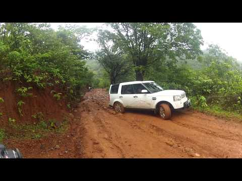 pajero sport off-roading rajmachi climbing the tough incline..