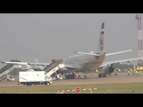 Etihad Airways A330-200 in Belgrade (HD)