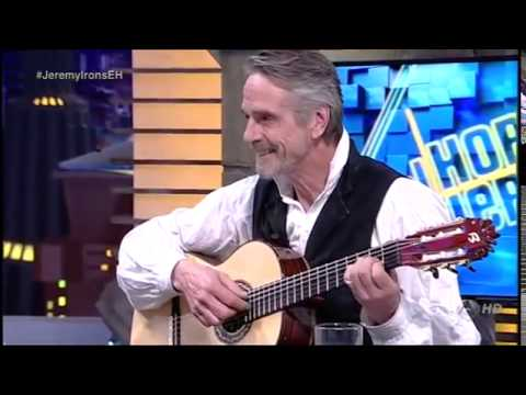 Pablo Motos entrega en directo una guitarra Francisco Bros para Jeremy Irons.