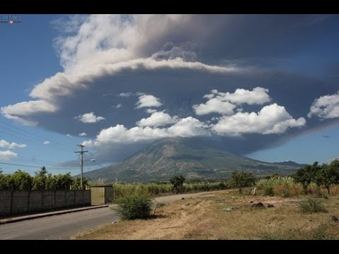 EL SALVADOR: CHAPARRASTIQUE VOLCANO ERUPTS IN SAN MIGUEL TODAY DECEMBER 29, 2013
