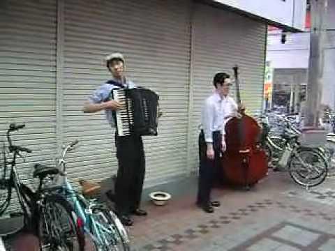 pengamen - singing beggar - in musashikoyama