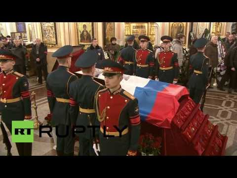 Russia: Thousands bid farewell to Kalashnikov