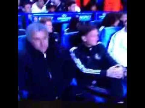 Didier Drogba kiss Mourinho before the match - Chelsea 2-0 Galatasaray 18/03/2014 !