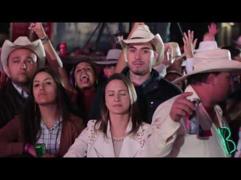 26/08/2016 - Show Thaeme e Tiago coloca a galera pra dançar no Palco Festeja