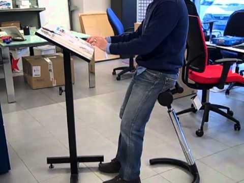 Sillas de oficina taburete para trabajar de pie youtube for Sillas de oficina para problemas de espalda