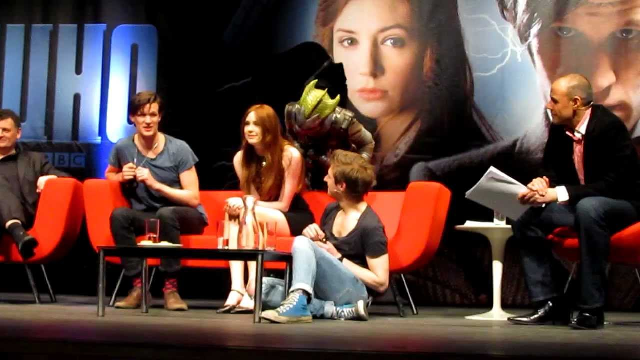karen gillan attacked on stage at doctor who convention