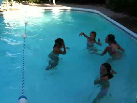 Les filles dans la piscine youtube for Apprendre a plonger dans la piscine