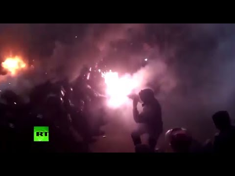 Stones & Tear Gas: Kiev battlefield as cops clash with pro-EU protesters