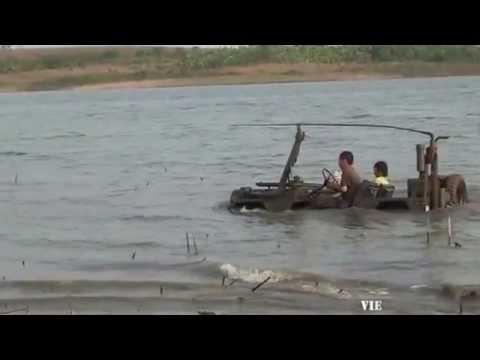 Clip xe Jeep lội nước như tàu ngầm