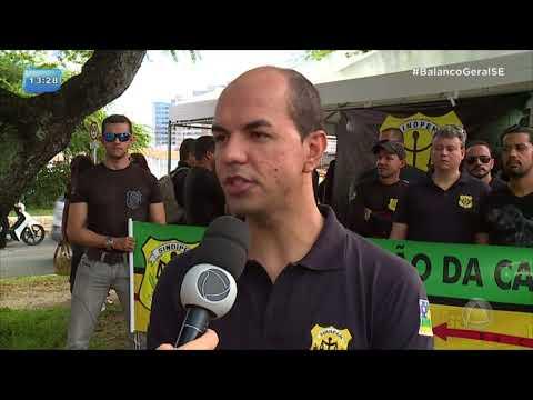 Agentes penitenciários e professores fazem protesto em frente ao Palácios dos Despachos na capital