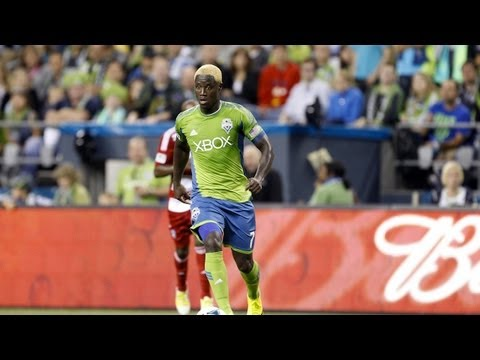 GOAL: Eddie Johnson opens the scoring with a perfect glancing header | Sounders vs. Portland Timbers