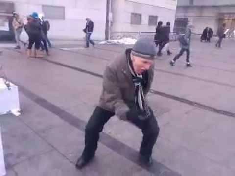 Śmieszny filmik - Śmieszny Dziadek Disco Taniec z Krakowa