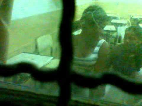 aline capacete dançando funk dentro da sala de aula zika mesmo em