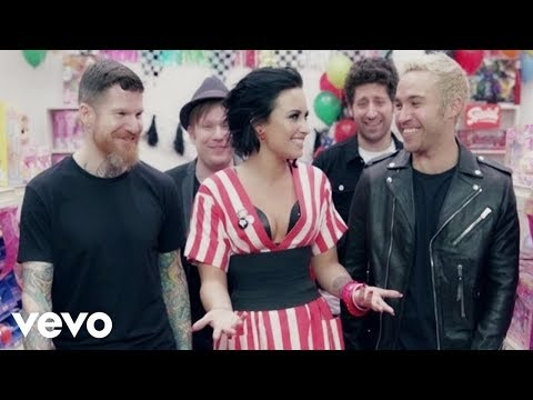Fall Out Boy ft. Demi Lovato - Irresistible