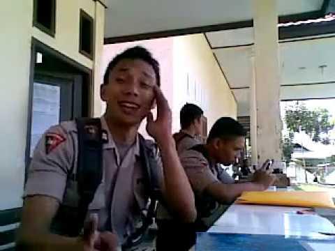Aksi lucu polisi Indonesia