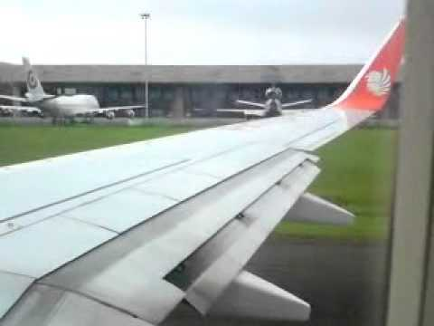 Lion Air B737-900ER take off CGK-PKU - YouTube